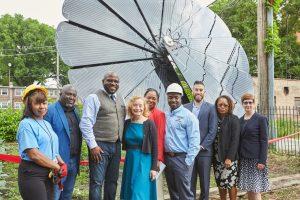Il Gruppo Mohawk collabora con Groundswell ed Elevate Energy per portare l'energia solare nelle comunità nel sud di Chicago